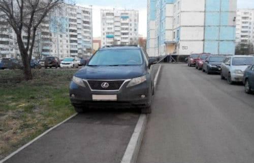 Штраф за парковку на тротуаре (на улице, у подъезда) 12.19 КоАП РФ