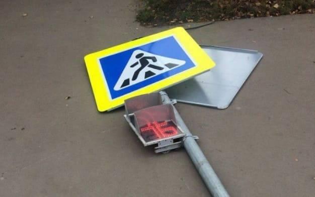 Штраф за сбитый знак или светофор в 2021 году