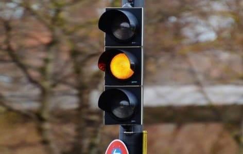 Штраф за проезд на желтый сигнал светофора в 2020 году