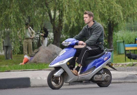 Штраф за езду без шлема на мотоцикле, скутере или мопеде в 2020 году
