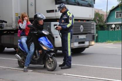Штраф за езду на мопеде или скутере без прав