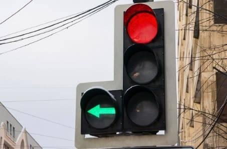 Штраф за проезд под выключенную стрелку сигнала светофора в 2021 году