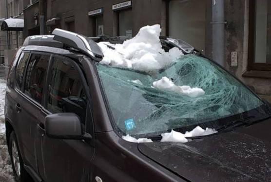 Что делать если на машину упал снег с крыши